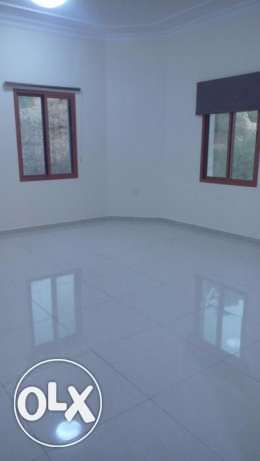 Qurum 3 BHK front of QCC for immediate rent مسقط -  2