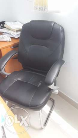 Office Staff Chairs, Comfortable with thick cushions, Black Color