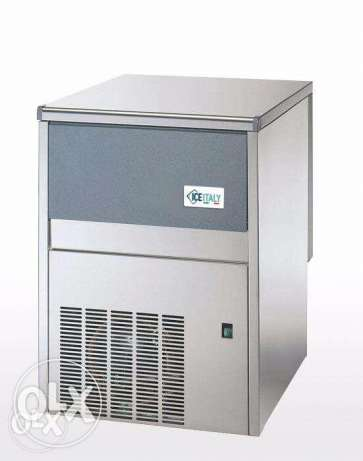 Ice Machine for sale...cheap price..rarely used..HURRY مطرح -  1