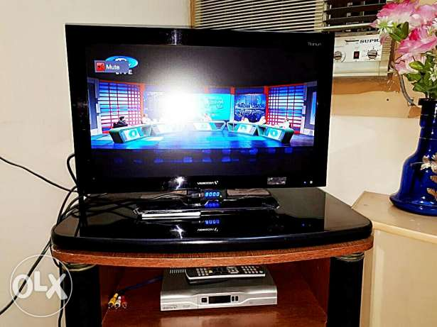Full TV set( tv, dish tv receiver​ and antenna with all accessories)