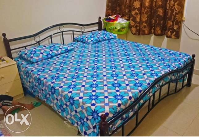 King Size Steel Bed & Medical Mattress -Can be dismantled-Expat leavin مسقط -  1