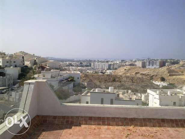 4 Bedroom Row Villa with Communal Pool in Qurum مسقط -  7