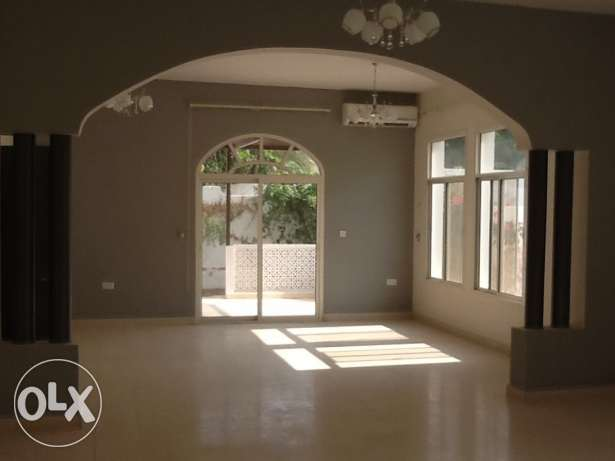 GREAT DEAL - Gorgeous Bright Villa with Sea View 5min from Intercon القرم -  4