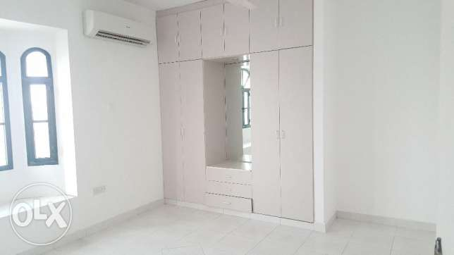 4BHK commercial flat for Rent on 18 Nov road مسقط -  4