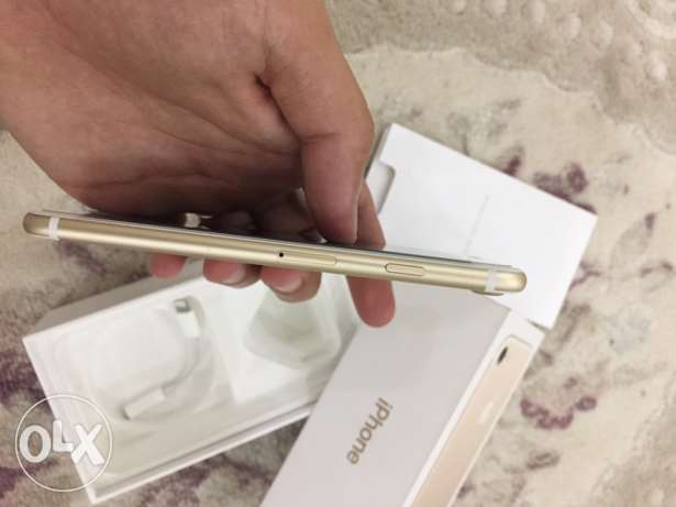 iphone 7 gold color 128GB only one month used مسقط -  3