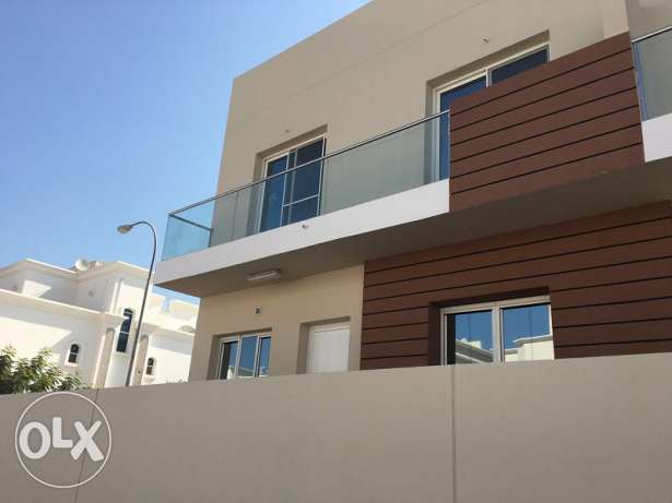 Azaiba - Brand New 5 Bedroom Townhouse in a Complex مسقط -  1