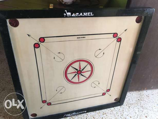 Carrom board with coins مسقط -  1