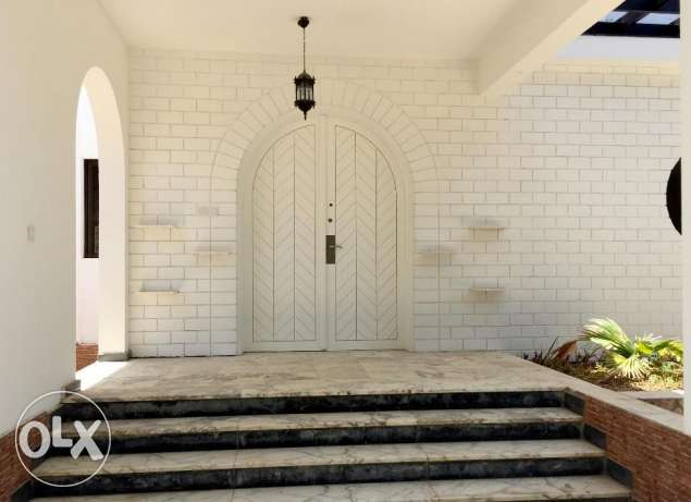 Traditional Style villa in Qurum for rent