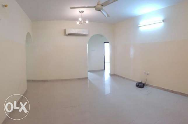 Azaiba behind Zubair Autos. Good Size 3 Bedroom Hall مسقط -  1