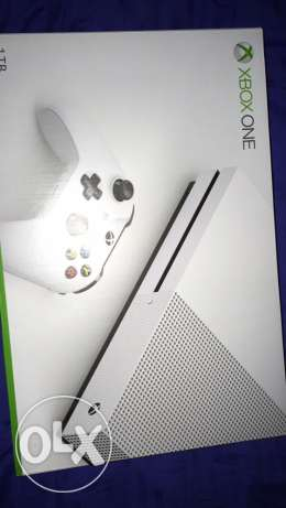Xbox one s halo edition (brand new)