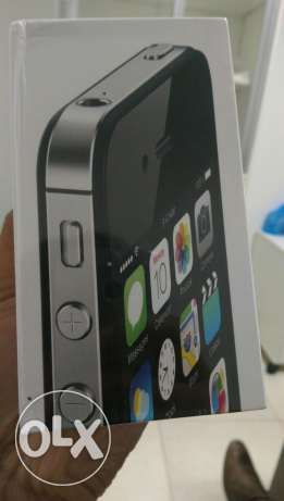 Iphone 4s 32 gb black and white مسقط -  1