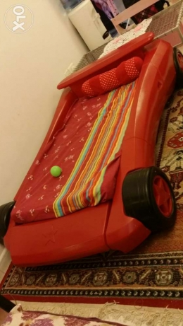 Urgently selling Kids bed, Red colour السيب -  2