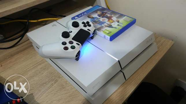 PS4 500GB with warranty, two pads and two games. الغبرة الشمالية -  2