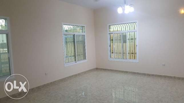 Commercial villa for Rent in Azaiba Near beach مسقط -  2
