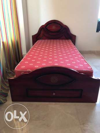 Single bed in mahogany with mattress and 3 pieces cupboard
