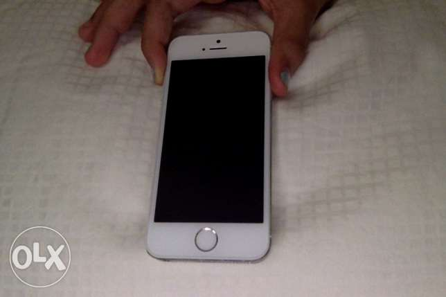 iPhone 5s SLIVER USED only for a year مسقط -  1