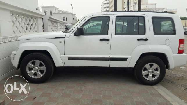Under warranty cherokey 2012 .done 66000. مسقط -  3