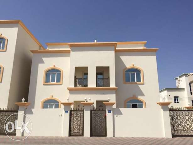 a new villa for rent in almawaleh south