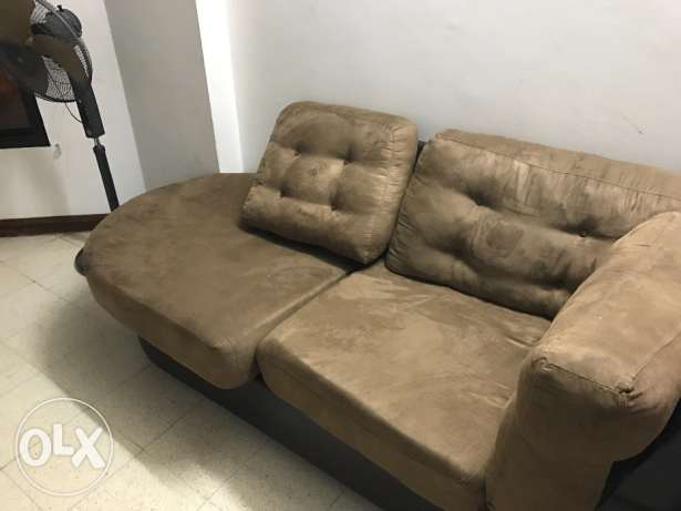 3 + 2 sofa seater bought from Home center in very good condition روي -  2