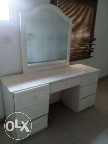 Dressing table مسقط -  1