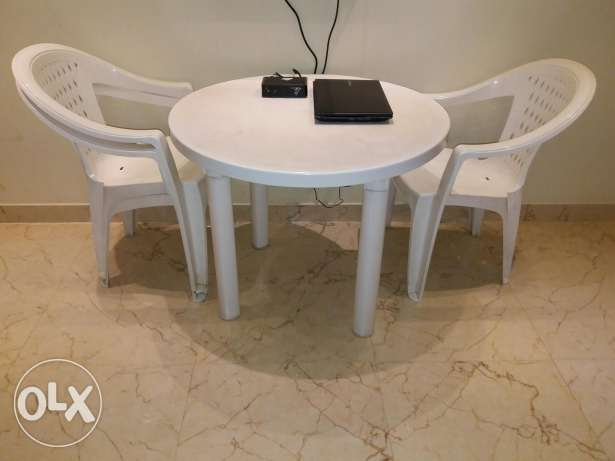 1 table and 4 chairs مسقط -  2