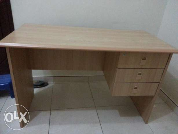 Desk and swivel office chair Sold مسقط -  1