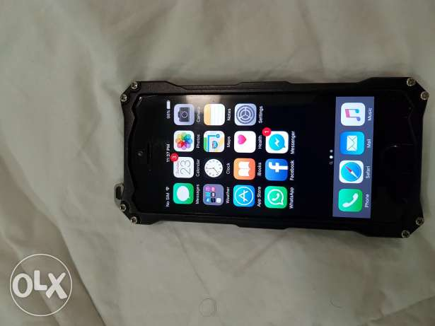 Iphone 5s 32gb with gundom r protection
