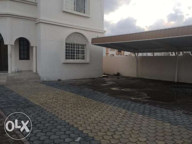 villa for rent in al ozaiba.