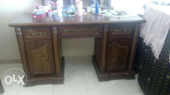 Wooden dressing table مسقط -  1