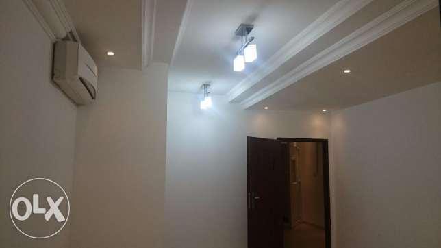 Ghoubra & Azeba Rooms and flats for rent in a compound good price مسقط -  5