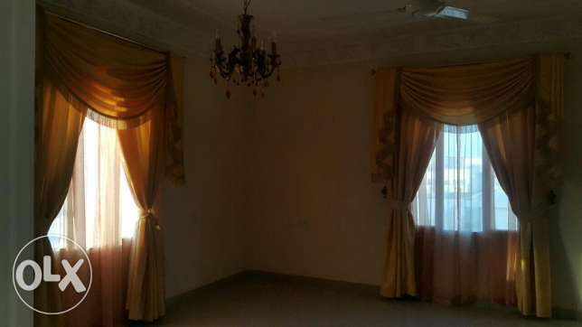 Upper Portion of Villa for rent in mawala 2mints drive city center مسقط -  7