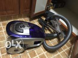 Vacuum with Wheels and Nozzles / Extenders and Retractable Power Cord