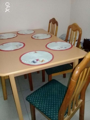 Dining table with 6 chairs of 30 rials in excellent condition.
