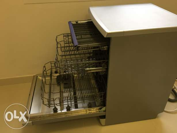 *Urgent Sale* Midea Dishwasher less than 1 year old مسقط -  2