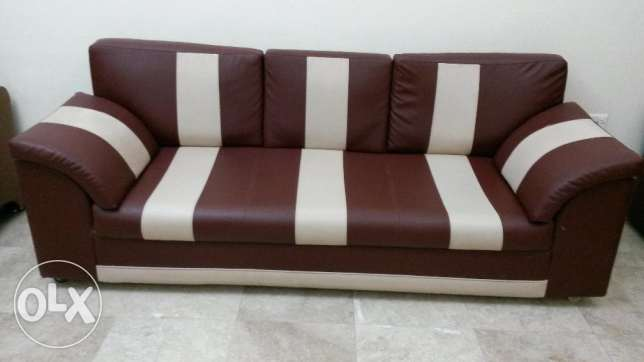 Leather sofa 3 Seater بوشر -  1