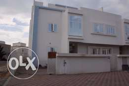 amazing villa for rent in almawaleh south