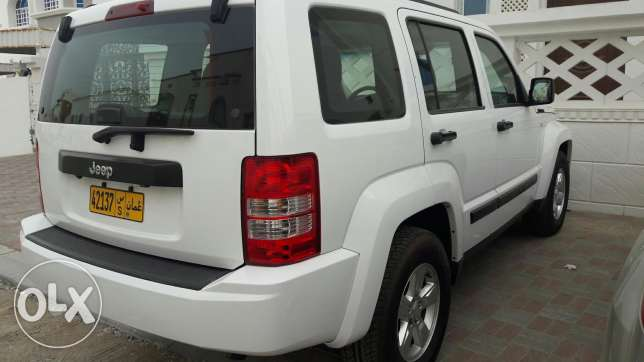 Under warranty cherokey 2012 .done 66000. مسقط -  4