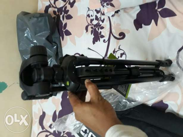 New tripod .selling very gud condition