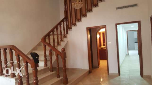 Big High Quality Villa for RENT in Madinant Sultan Qaboos مسقط -  4