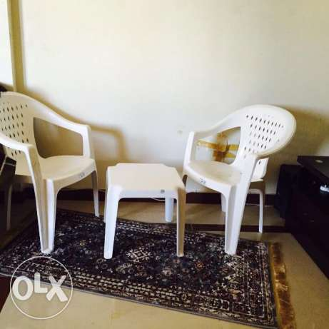 Carpet with 2 chairs and small tabl