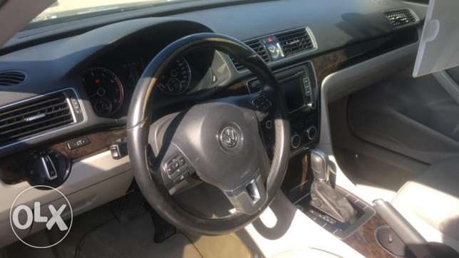 VW Passat 2.0 SEL leather seats Moon roof Service history Warranty مسقط -  3