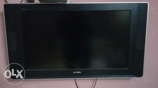 Sony LCD tv in good condition with wall bracket . Location muscat . مسقط -  5