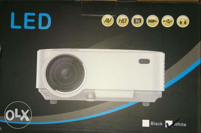 LED Projector + TV BOX Set in Android 4.4 WIFI, Bluetooth, 1500 مسقط -  5