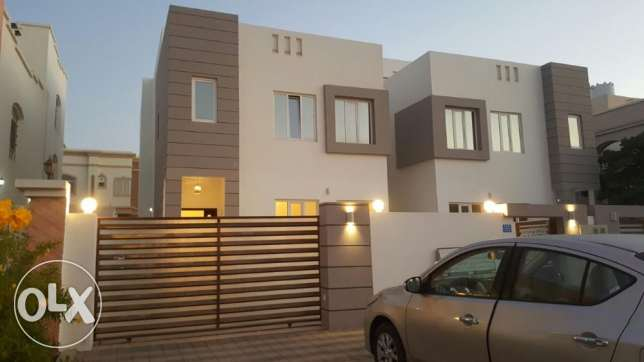 KA 015 Part of twin villa 5 BHK in south mawaleh for rent مسقط -  1