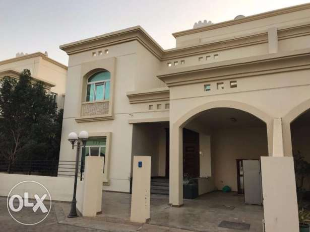 villa for rent in al mouna boshar .