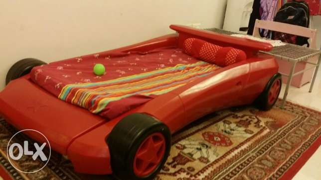 Urgently selling Kids bed, Red colour السيب -  1
