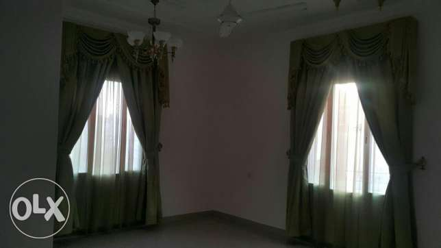 Upper Portion of Villa for rent in mawala 2mints drive city center مسقط -  5
