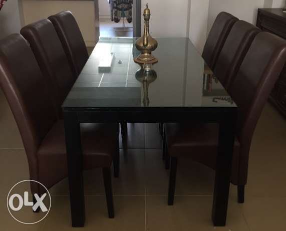 Home Centre Solid Wood Black Glass Table بوشر -  1