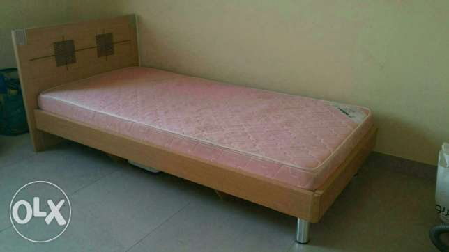 1 Queen Size Bed, 1Single Bed, 3 Single Mattress,2 Door Cupboards-2Nos مسقط -  7
