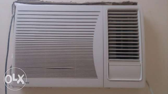 Gree window ac.. Only 4 month old.. In warranty. Argent wanna sell. صحار -  2